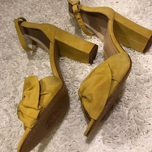2a9ffb58f0d Vince Camuto Shoes - Vince Camuto Banana Split Heels